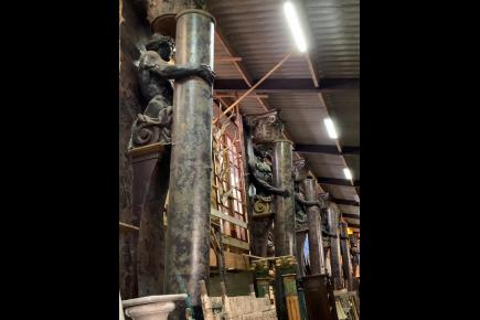 High columns with male statues for sale Medussa:0627